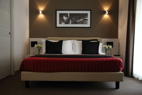 . Stelle Hotel The Businest