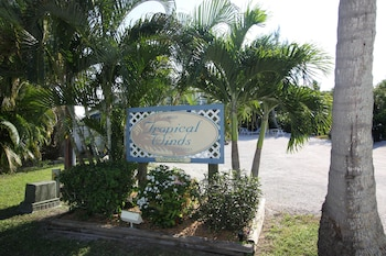 Hotel - Tropical Winds Motel & Cottages