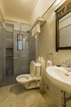 Hotel Umaid Residency - Bathroom  - #0