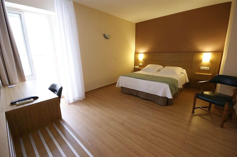 https://i.travelapi.com/hotels/8000000/7500000/7496600/7496591/a5f18242_z.jpg