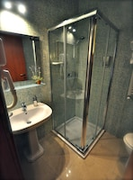 Superior Triple Room, 1 Bedroom, City View, Tower