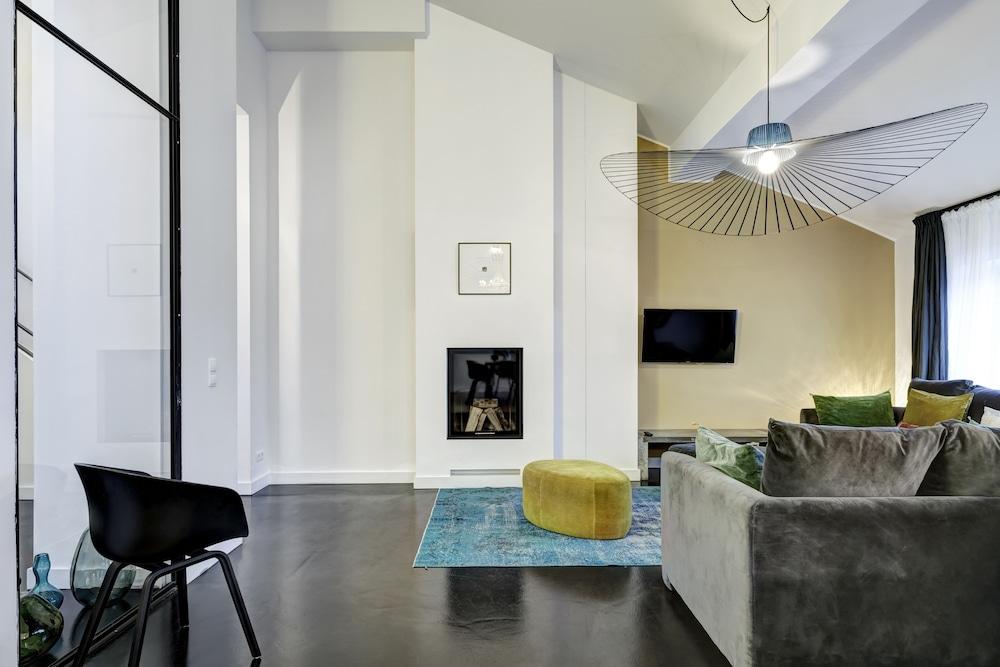 gorki apartments berlin almanya. Black Bedroom Furniture Sets. Home Design Ideas