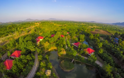 Memoria Palace & Resort, Pailin