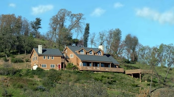 Hotel - Tucker Peak Lodge