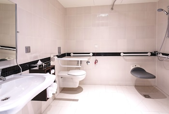 Hampton by Hilton Warsaw City Centre - Bathroom  - #0