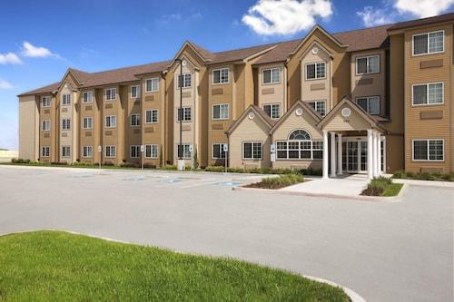. Microtel Inn & Suites by Wyndham Kenedy