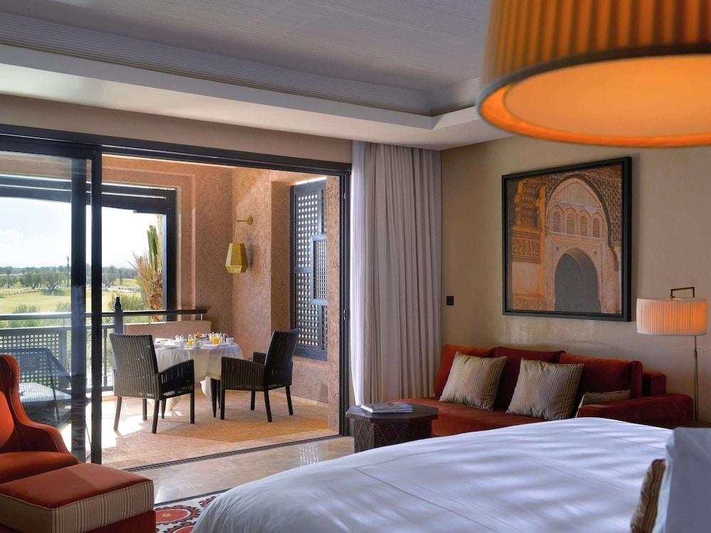 https://i.travelapi.com/hotels/8000000/7560000/7553800/7553718/097b8b8d_z.jpg