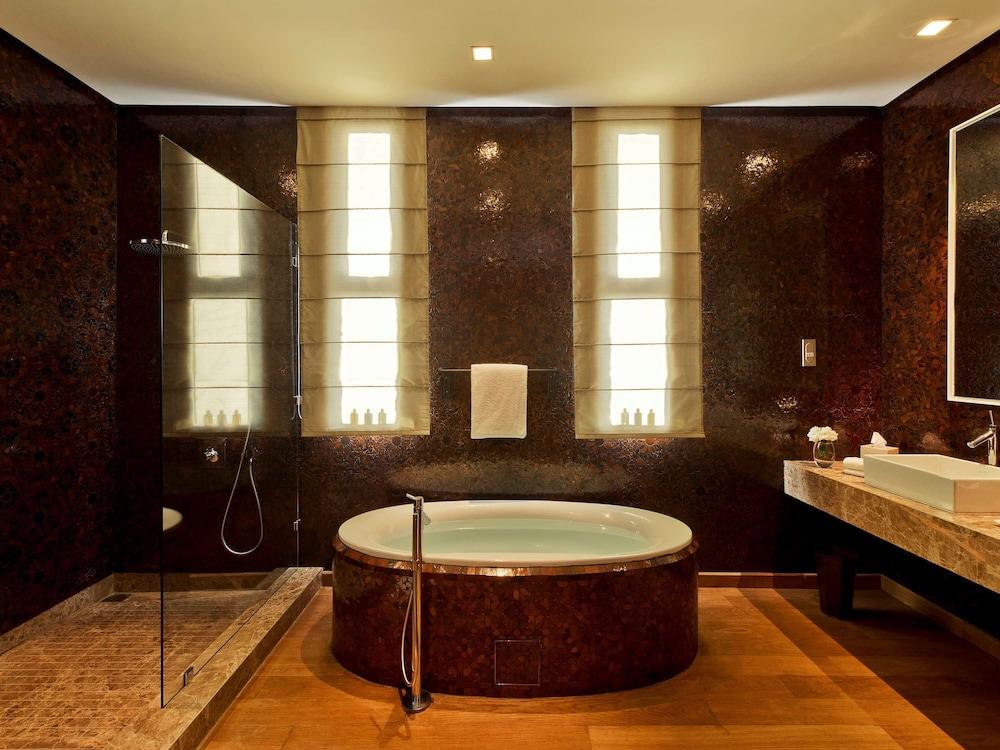 https://i.travelapi.com/hotels/8000000/7560000/7553800/7553718/10a72bb7_z.jpg