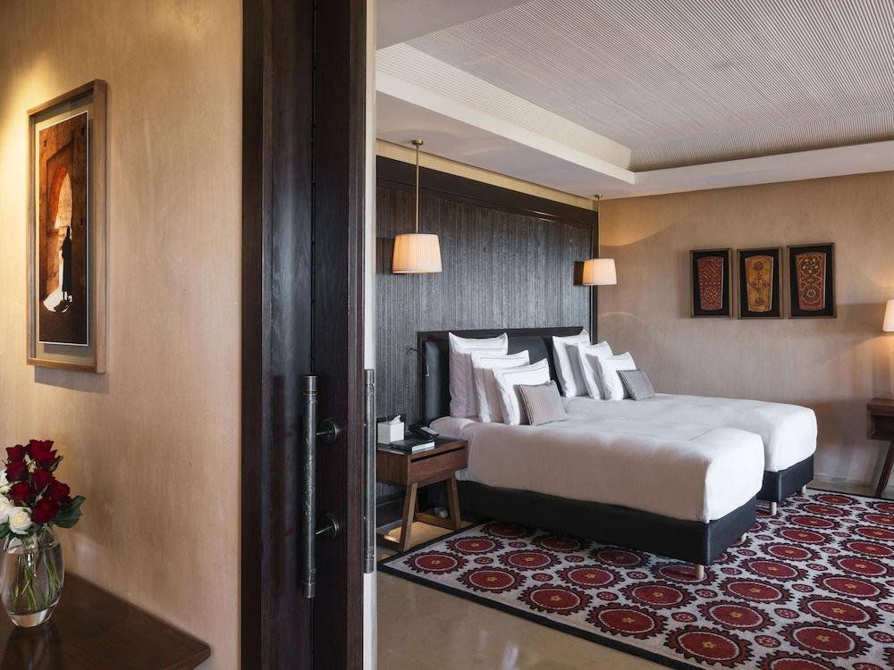 https://i.travelapi.com/hotels/8000000/7560000/7553800/7553718/5ad02efa_z.jpg