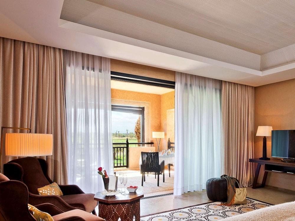 https://i.travelapi.com/hotels/8000000/7560000/7553800/7553718/605f8a9f_z.jpg