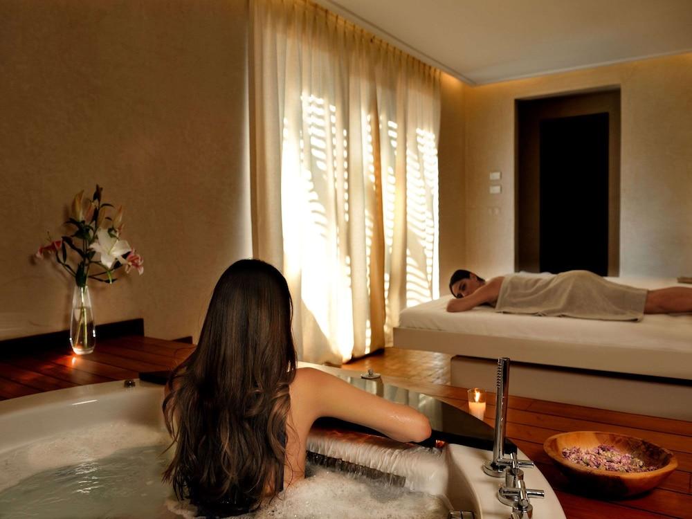 https://i.travelapi.com/hotels/8000000/7560000/7553800/7553718/a0e18594_z.jpg