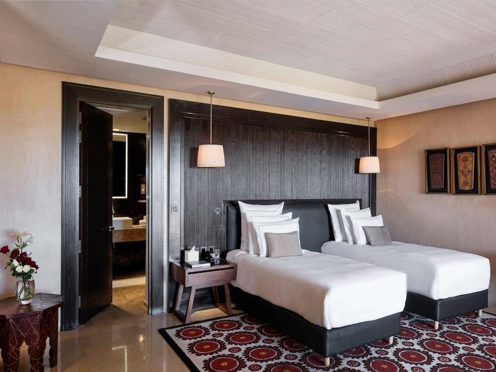 https://i.travelapi.com/hotels/8000000/7560000/7553800/7553718/c3036612_z.jpg