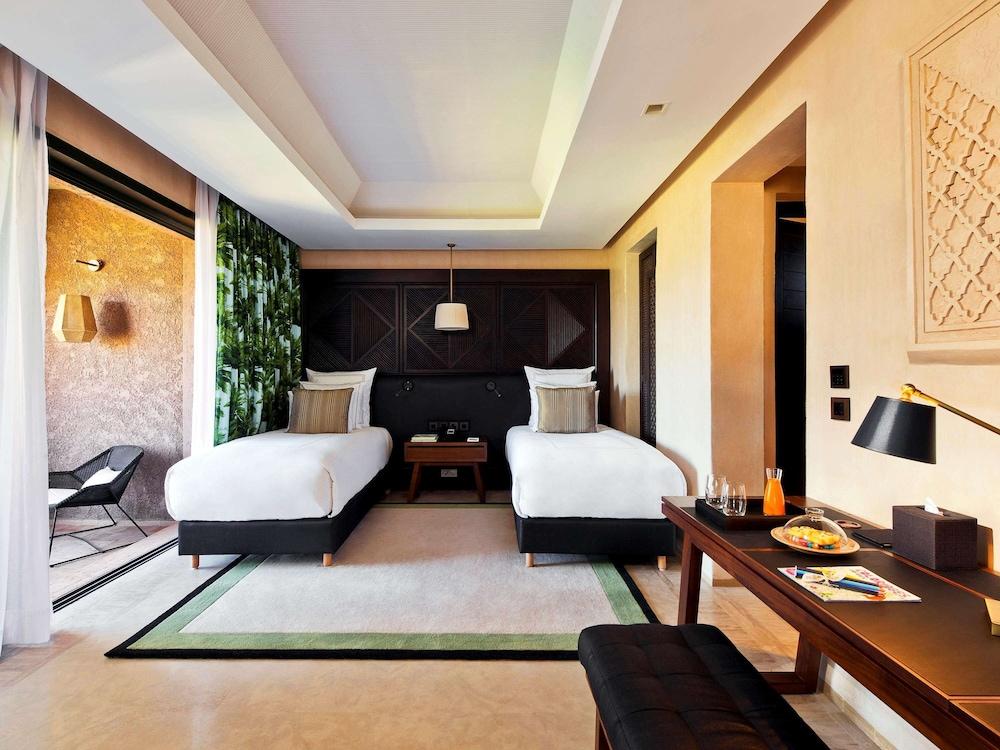 https://i.travelapi.com/hotels/8000000/7560000/7553800/7553718/c860252b_z.jpg