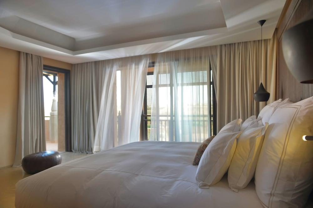 https://i.travelapi.com/hotels/8000000/7560000/7553800/7553718/da2d4536_z.jpg