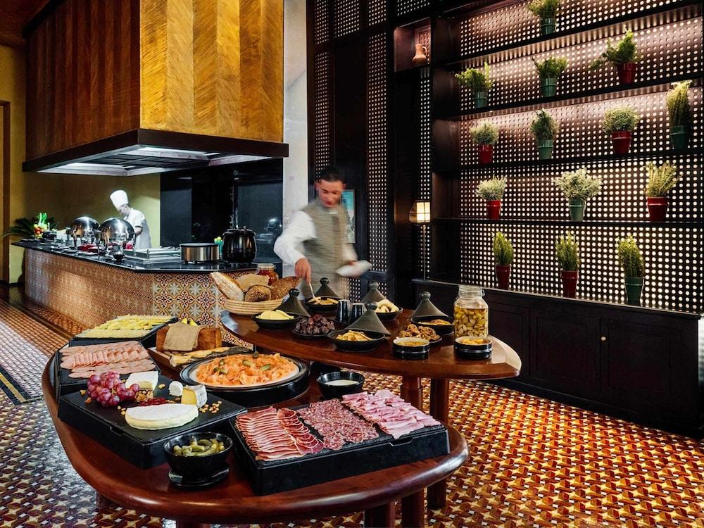 https://i.travelapi.com/hotels/8000000/7560000/7553800/7553718/e66a6d0f_z.jpg