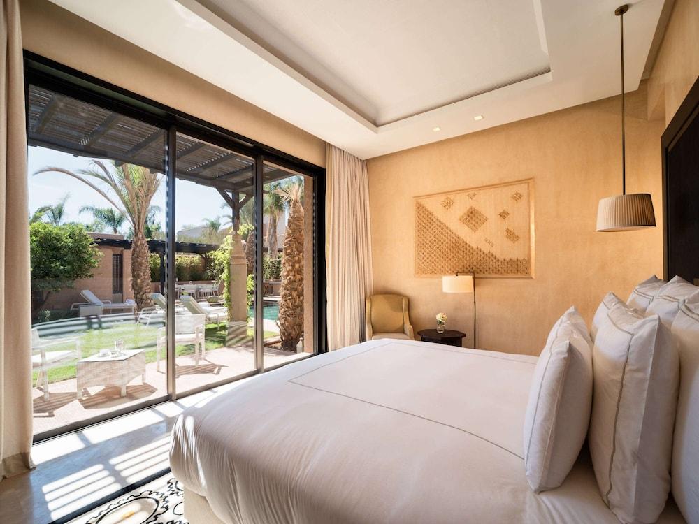 https://i.travelapi.com/hotels/8000000/7560000/7553800/7553718/ff8c61b0_z.jpg