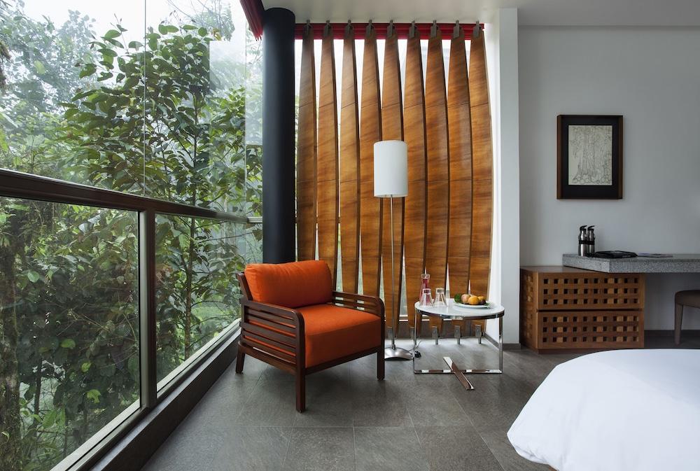 https://i.travelapi.com/hotels/8000000/7600000/7597500/7597491/f0fdbe1d_z.jpg