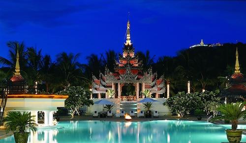 . Mercure Mandalay Hill Resort