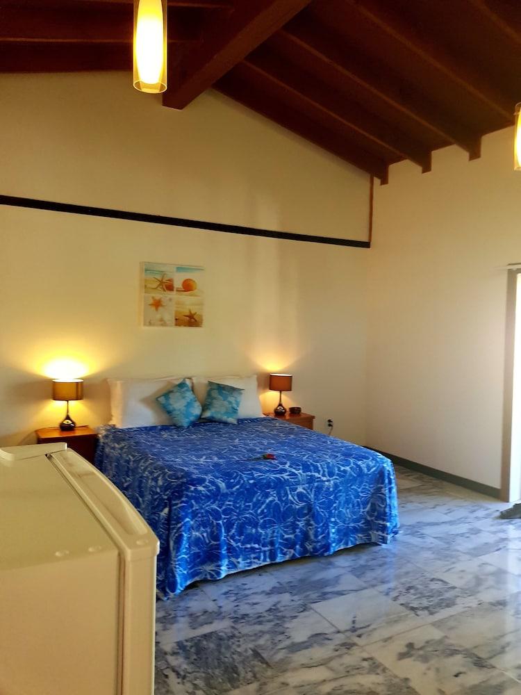 https://i.travelapi.com/hotels/8000000/7630000/7624200/7624107/823f9599_z.jpg