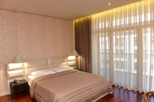 . La Boheme Hotel