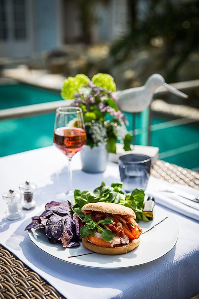 르 클로 생마르탱 호텔 & 스파(Le Clos Saint-Martin Hôtel & Spa) Hotel Image 43 - Food and Drink