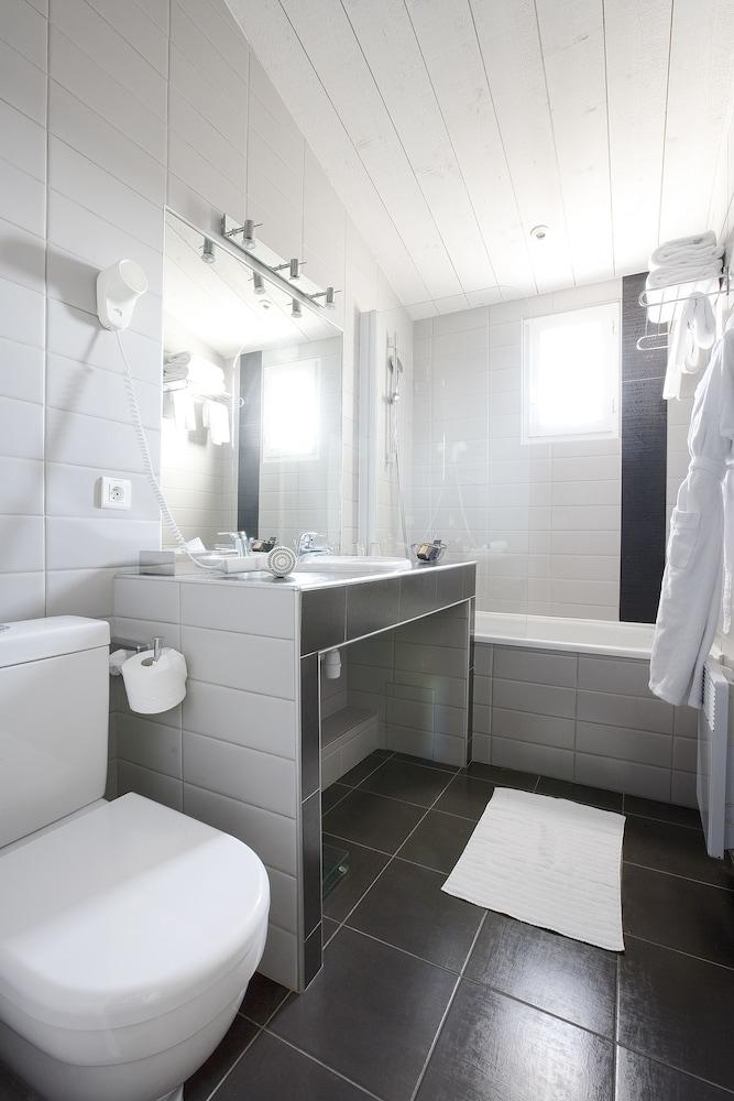 르 클로 생마르탱 호텔 & 스파(Le Clos Saint-Martin Hôtel & Spa) Hotel Image 27 - Bathroom