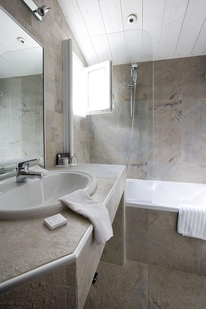 르 클로 생마르탱 호텔 & 스파(Le Clos Saint-Martin Hôtel & Spa) Hotel Image 31 - Bathroom