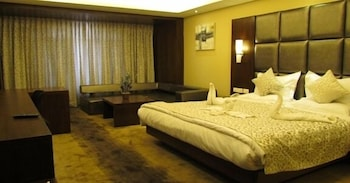 https://i.travelapi.com/hotels/8000000/7680000/7676600/7676568/63b7d9dc_b.jpg