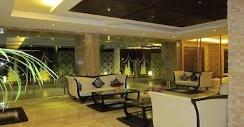 https://i.travelapi.com/hotels/8000000/7680000/7676600/7676568/e85fe9de_b.jpg