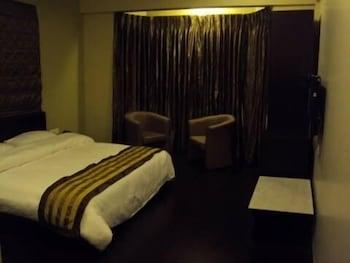 https://i.travelapi.com/hotels/8000000/7680000/7676600/7676568/f7c081f9_b.jpg