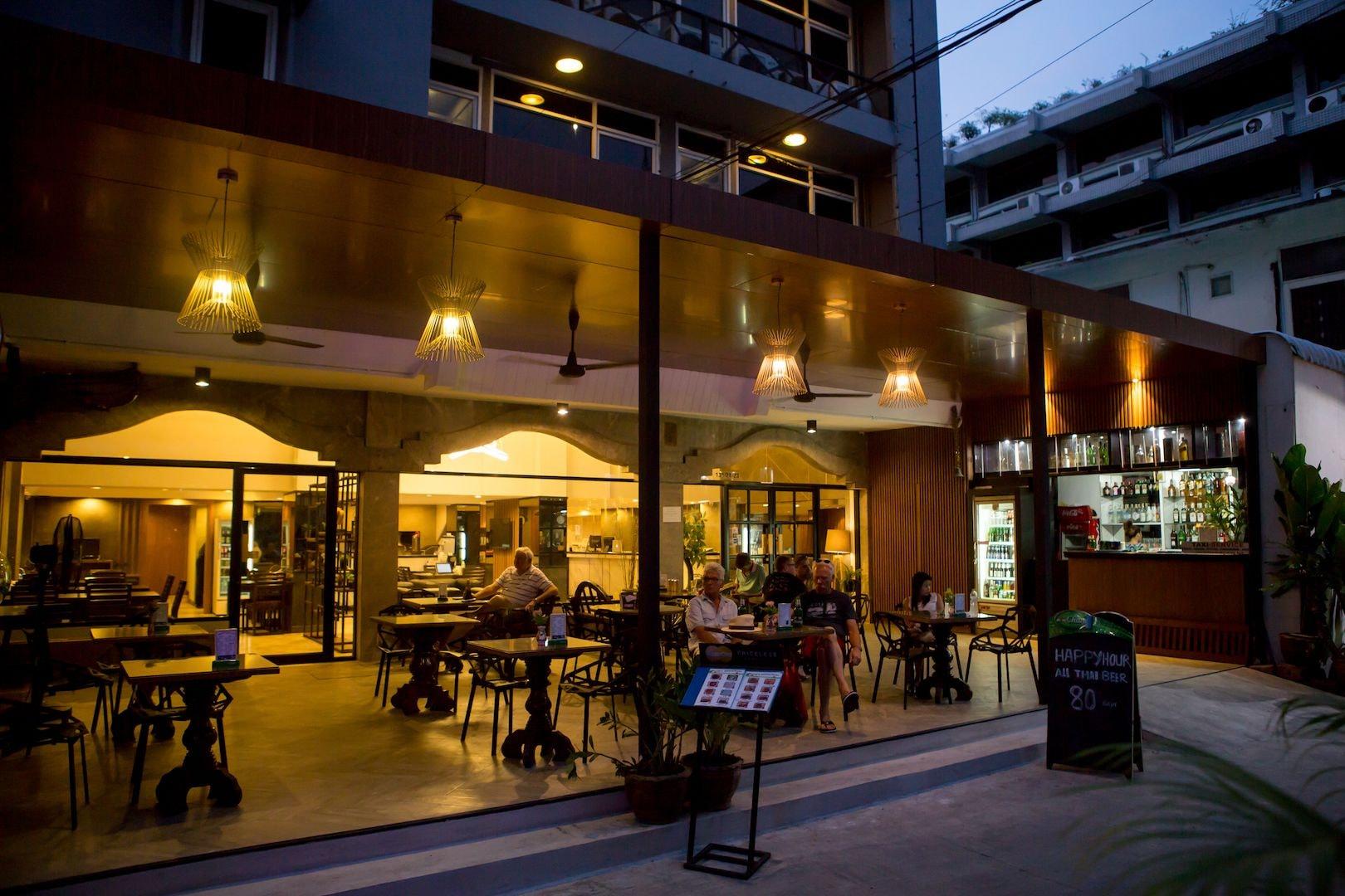 Maxim's Inn, Khlong Toey