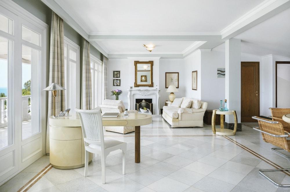 https://i.travelapi.com/hotels/8000000/7700000/7698800/7698791/268068fc_z.jpg