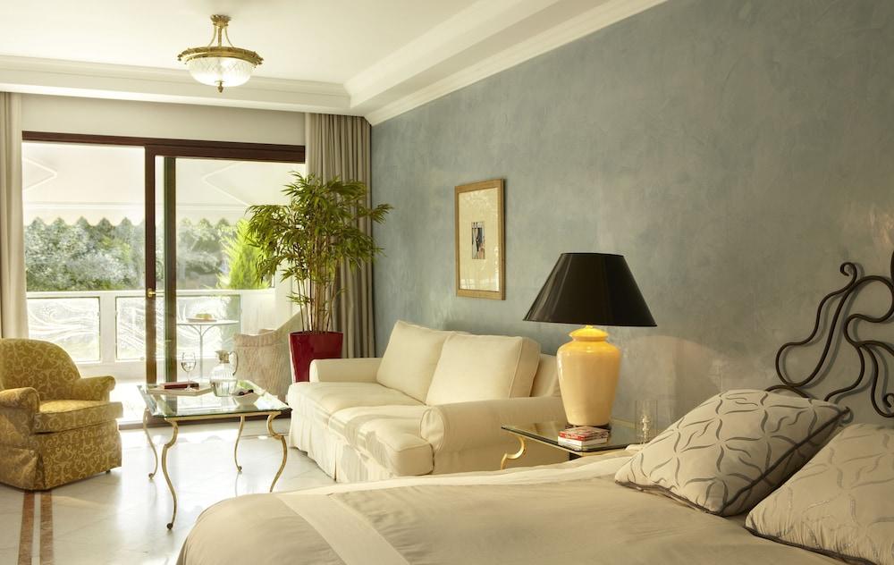 https://i.travelapi.com/hotels/8000000/7700000/7698800/7698791/44e8c6bf_z.jpg