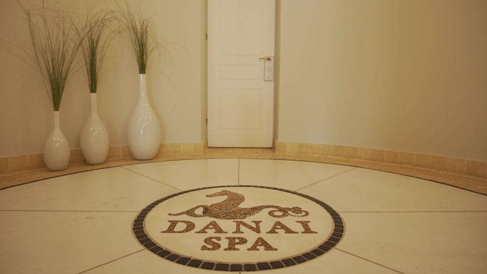 https://i.travelapi.com/hotels/8000000/7700000/7698800/7698791/7d60858c_z.jpg