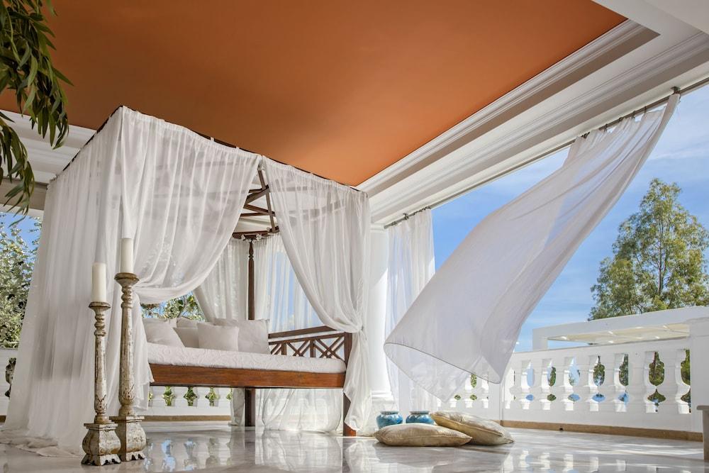https://i.travelapi.com/hotels/8000000/7700000/7698800/7698791/8dfa1dcc_z.jpg