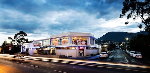 Nightcap at Carlyle Hotel, Glenorchy