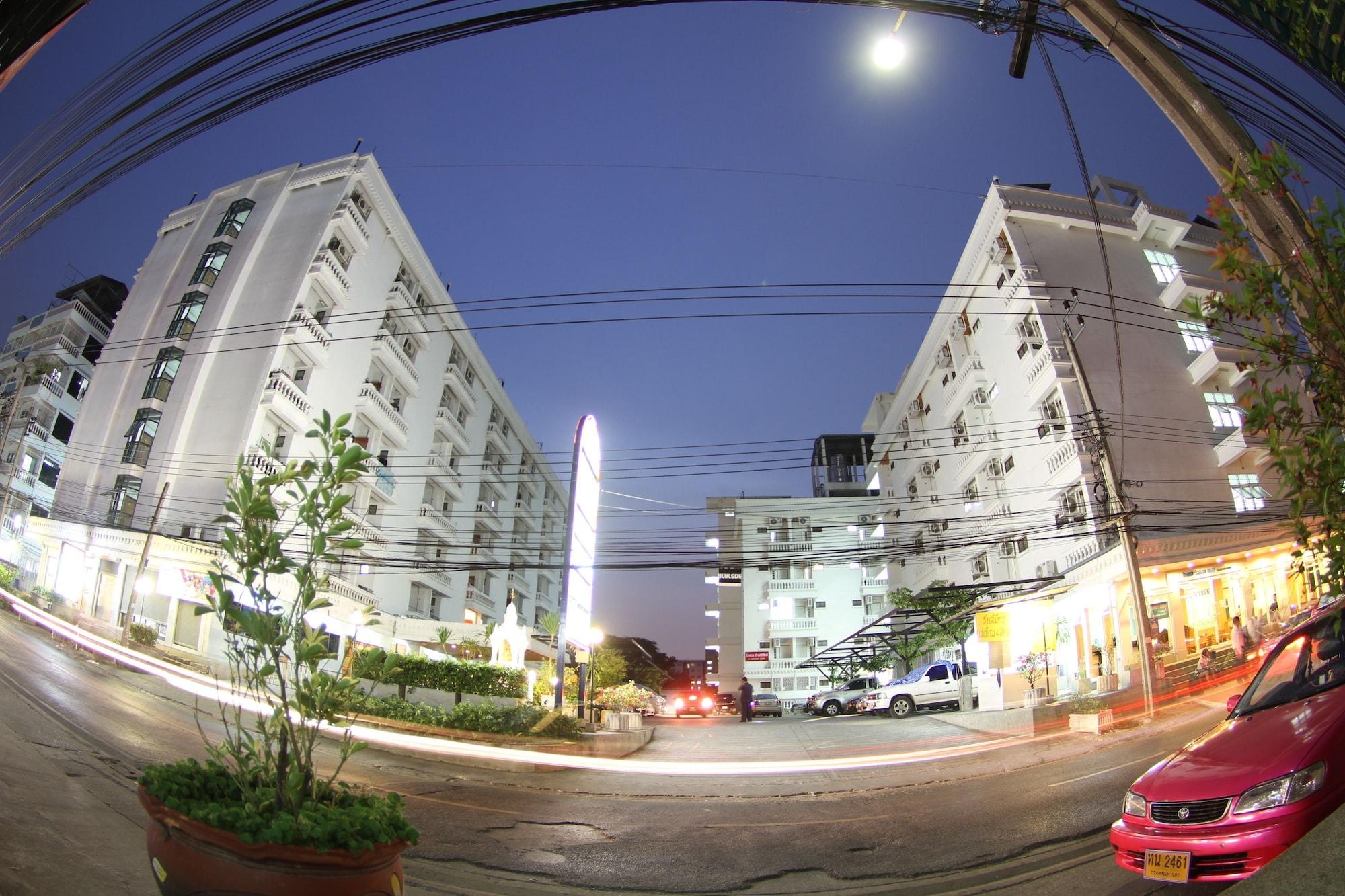 Wallada Place, Wang Thonglang