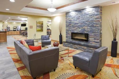 . Expressway Suites of Grand Forks