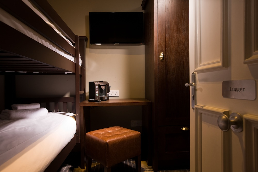 https://i.travelapi.com/hotels/8000000/7730000/7728500/7728488/66c69889_z.jpg