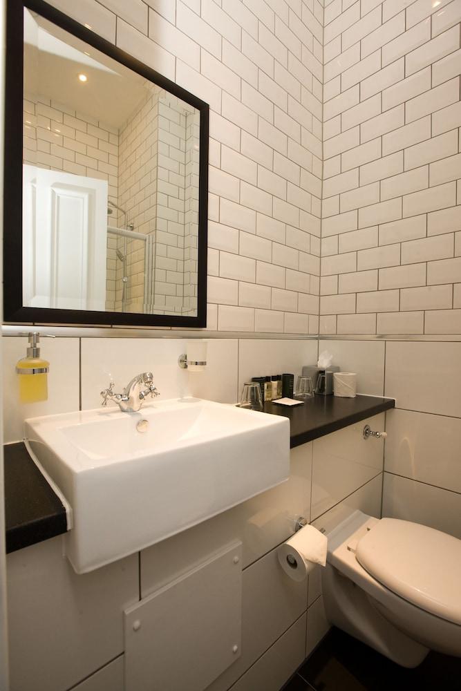 https://i.travelapi.com/hotels/8000000/7730000/7728500/7728488/c9e8c0a4_z.jpg