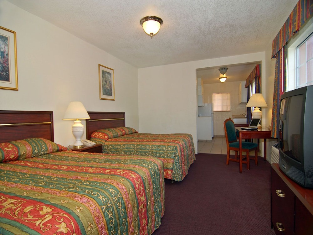 Standard Suite, Multiple Beds
