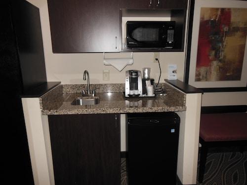 Holiday Inn Express & Suites Washington - Meadow Lands, Washington