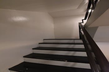 OYO 114 ONE LIBERTY HOTEL Staircase