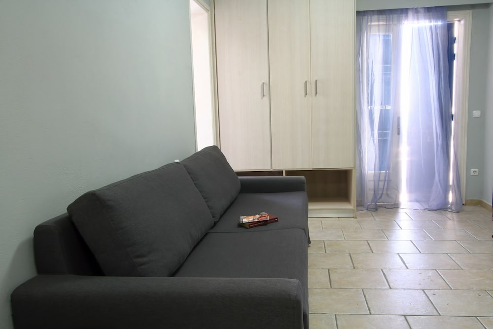 Room : Living Room 8 of 26