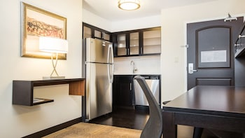 Studio Suite, 1 King Bed, Accessible (Hearing, Mobility, Bathtub)