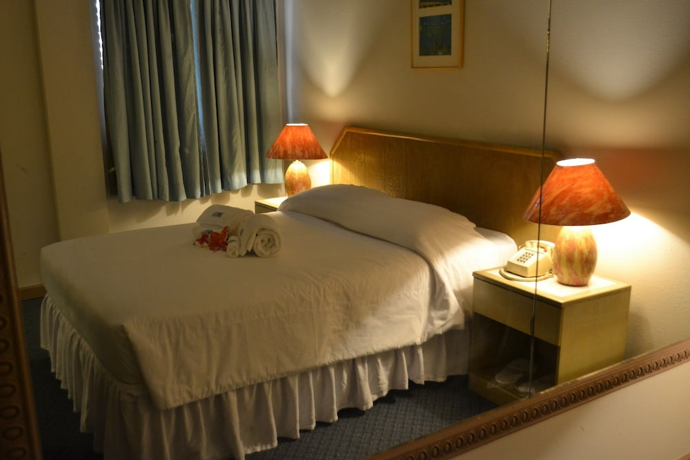 ウエスト プラザ ホテル デセケル