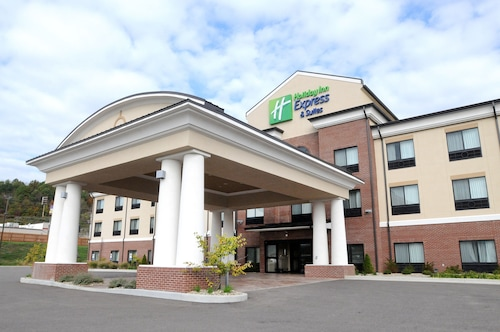 . Holiday Inn Express Hotel & Suites Cambridge