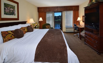 Signature Room, 1 King Bed, Lake View