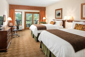 Deluxe Room, 2 Queen Beds, Balcony, Lake View