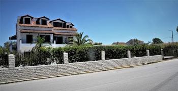 Captain's Studios & Apartments